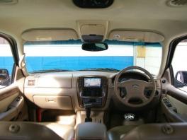 フォード エクスプローラー  エディーバウアー 本革/HDD 20AW 内部