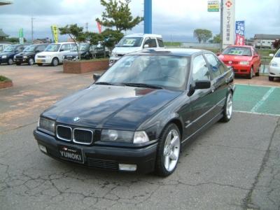 BMW 3シリーズ セダン  320i 全体