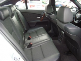 BMW 5シリーズ  525i Mスポーツパッケージ 1オーナー チタンシルバー 3枚目