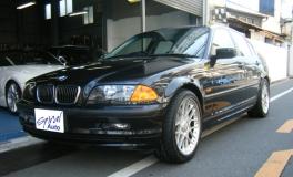 BMW 3シリーズ セダン  323 前方