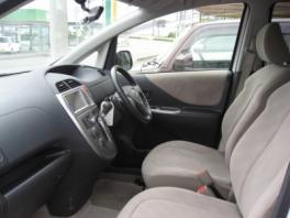 トヨタ ラクティス  GLパッケージ 内部