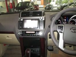 トヨタ ランドクルーザープラド  2.8 TX Lパッケージ ディーゼルターボ 4WD  ホワイトパール 3枚目