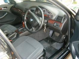 BMW 3シリーズ セダン  323 内部