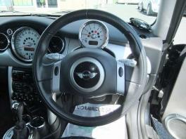BMW ミニ  3RDアニバーサリーモデル 社外ナビ 地デジ ブラック 4枚目