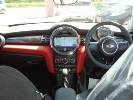 BMW ミニ  クーパーS 3ドア 登録済未使用車 メーカー保証付 ブレイジング・レッド 2枚目