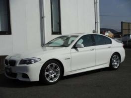 BMW 5シリーズ  528i Mスポーツ ホワイト 2枚目