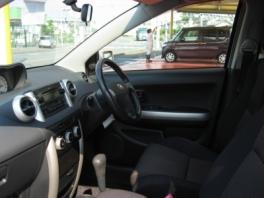 トヨタ イスト  1.5福祉車両 内部