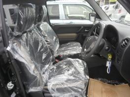 スズキ ジムニー  660 ランドベンチャー 特別仕様車 届出済未使用車 4WDターボ 専用装備満載 2枚目