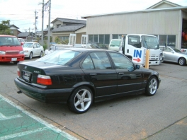 BMW 3シリーズ セダン  320i 後方
