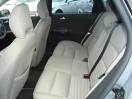 ボルボ S90  2.4 ユーザー買取入庫車輌 シルバー 4枚目