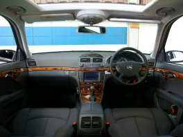 メルセデス・ベンツ Eクラスワゴン  E240ワゴン 07y後期仕様 内部