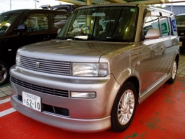 トヨタ BB  Z-Xバージョン 前方